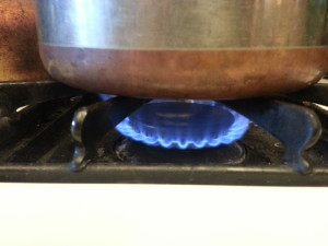 The pot with the beans is placed on the stove over medium heat.