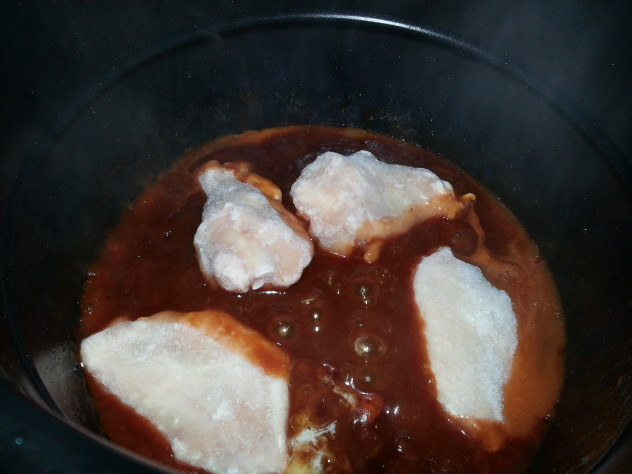 the wings and sauce are mixed together in the electric pressure cooker