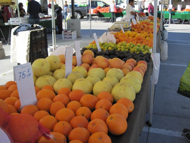 Citrus Vendors at the Farmer's Market