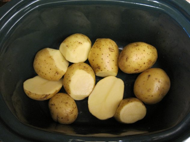 Roasted chicken and potatoes in the slow cooker