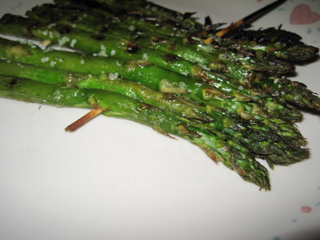 grilled asparagus on skewers