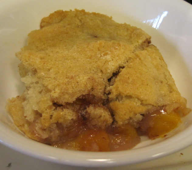 Easy Nectarine Cobbler--a bowl full of deliciousness